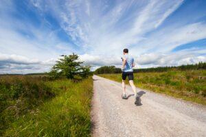 löpning på grusväg